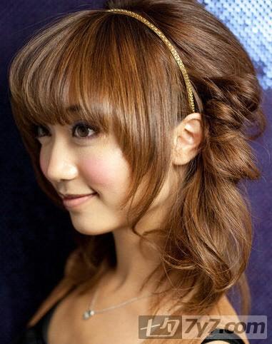 头顶蓬松盘发步骤 让简单不断升级-长发发型-美容