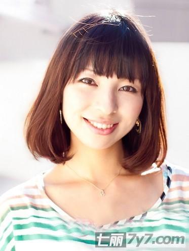 时尚百变短发发型图片 甜美帅气女人味 小编点评:齐刘海的减龄梨花头