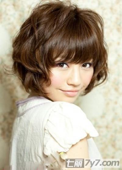 2013女生蓬松短发发型 完美造型打造可爱气息