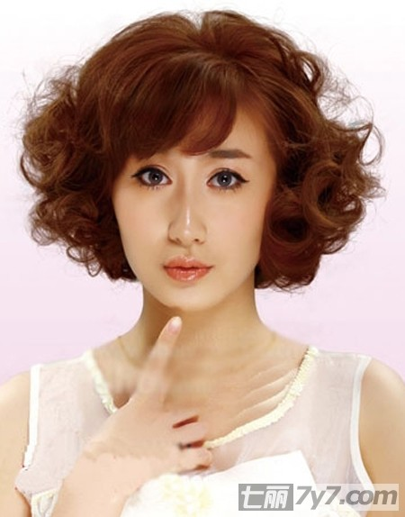 2013年女生流行短卷发发型图片