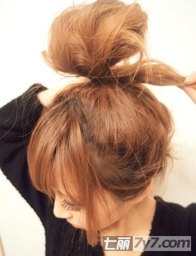 蝴蝶结发型扎法图解 时尚减龄萝莉范