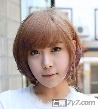 圆脸女生适合的短发发型