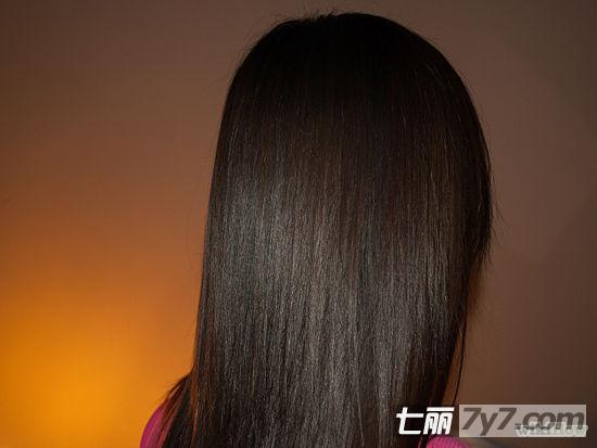 简单9个拉直头发的步骤 教你怎么自己拉直头发